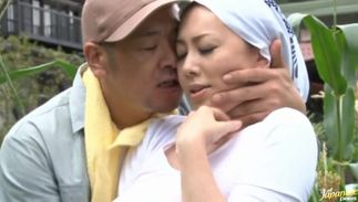 Awesome Yumi Kazama with large tits likes to get a massive fang unfathomable in her wet putz