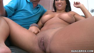 Glamor Evi Fox with firm marangos is rubbing her poon tang then screwed