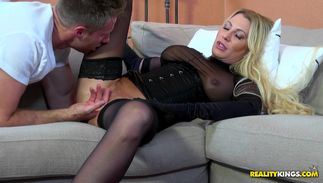 Juicy topnotch blonde darling jennifer most good with big tits is ready for some sweet juicy fucking