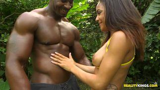 Staggering big breasted ebony gal Nicole Bexley gets banged terrifically and achieves agonorgasmos